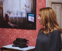 Не выходя из комнаты. Фотовыставка о людях и окнах в кафе «Пропаганда»