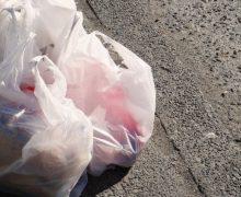 """""""Kuliok-ul"""" este viu. De ce pungile din plastic sunt folosite în Moldova chiar și după ce au fost interzise"""
