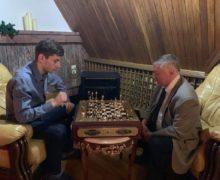 Как Додон играл в шахматы с Карповым. В одном видео