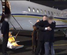 Предвыборный плен. Москва освободила молдавских пилотов от талибов, но до Кишинева им еще далеко