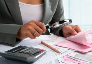 В налоговой службе предупредили о мошенниках, которые представляются налоговыми инспекторами