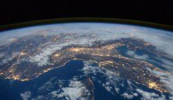 У Земли появился новый спутник. Онвертится вокруг планеты уже три…