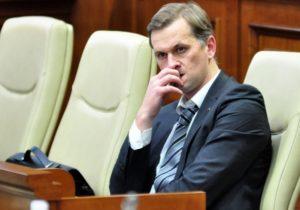 ВКишиневе вдомах Дрэгуцану ибывших руководителей Victoriabank прошли обыски