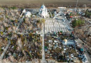 «Я решил не ходить на кладбище». Власти не отменили празднование Радоницы, но просят соблюдать меры безопасности