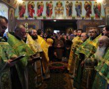 Митрополия Молдовы уточнила, как будут работать церкви. Советует соблюдать дистанцию в очереди к священнику