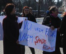 În loc de flori și spălatul veselei. Evghenii A. Goloșceapov explică de ce bărbații ar trebui să participe la marșul de pe 8 martie