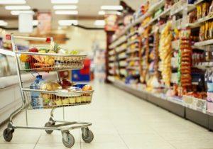 «А человек думает, что покупает сегодняшний торт». Сотрудник супермаркета в Кишиневе о своей работе и о том, что мы покупаем