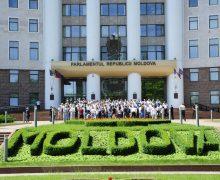 «Fericit e cel căruia îi este suficient». Deputații, despre veniturile decente în Moldova