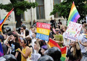 «Я хотел почувствовать, каково это сказать, что я — гей». Зачем гетеросексуальные люди участвуют в ЛГБТ-маршах в Молдове. 7 историй