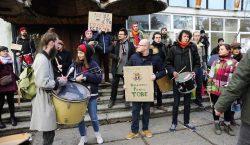 «Мы протестуем против того, что порождает таких людей, каквы». Что…