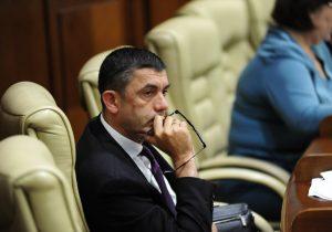 Депутат-демократ Александр Ботнарь решил сдать свой мандат. ВХынчештах пройдут довыборы впарламент