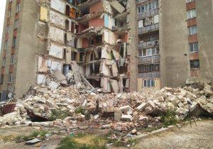 Правительство определило компенсации для жильцов уцелевшего подъезда рухнувшей многоэтажки в Атаках