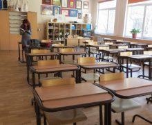 ВКишиневе две школы закрыли накарантин. Почти 3тыс. учеников учатся онлайн