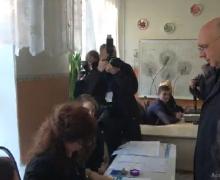 «Много разговоров, слухов и сплетен». Премьер Филип рассказал, как прошла избирательная кампания