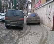 Пешеходам оставили полтора метра. Правительство утвердило правила парковки на тротуарах