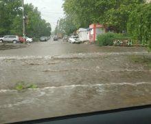 Как дождь затопил улицы Кишинева. В3видео