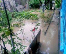 Десятки населенных пунктов в центре и на юге Молдовы пострадали от сильных ливней и ветра