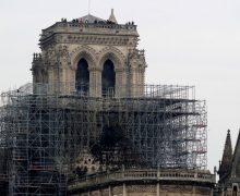 Собор Парижской Богоматери разрушается из-за жары. Реставрацию приостановили из-за угрозы отравления окружающих свинцом