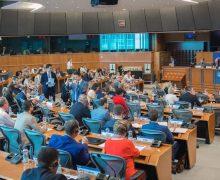 «Обеспечьте плавный переход власти». Крупнейшая фракция Европарламента признала правительство Майи Санду