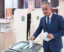Беззвучный режим. Как Плахотнюк голосовал на выборах. В одном видео