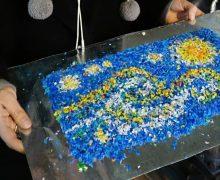 Пластик, который всегда с тобой. Как в Кишиневе студенты делают из мусора репродукции картин Ван Гога