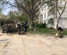 Как кишиневцы убирали город. В 10 фото
