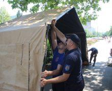 В Молдове спасатели вернули палатки для защиты от жары