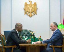 Додон поблагодарил послов США и России за поддержку новой власти