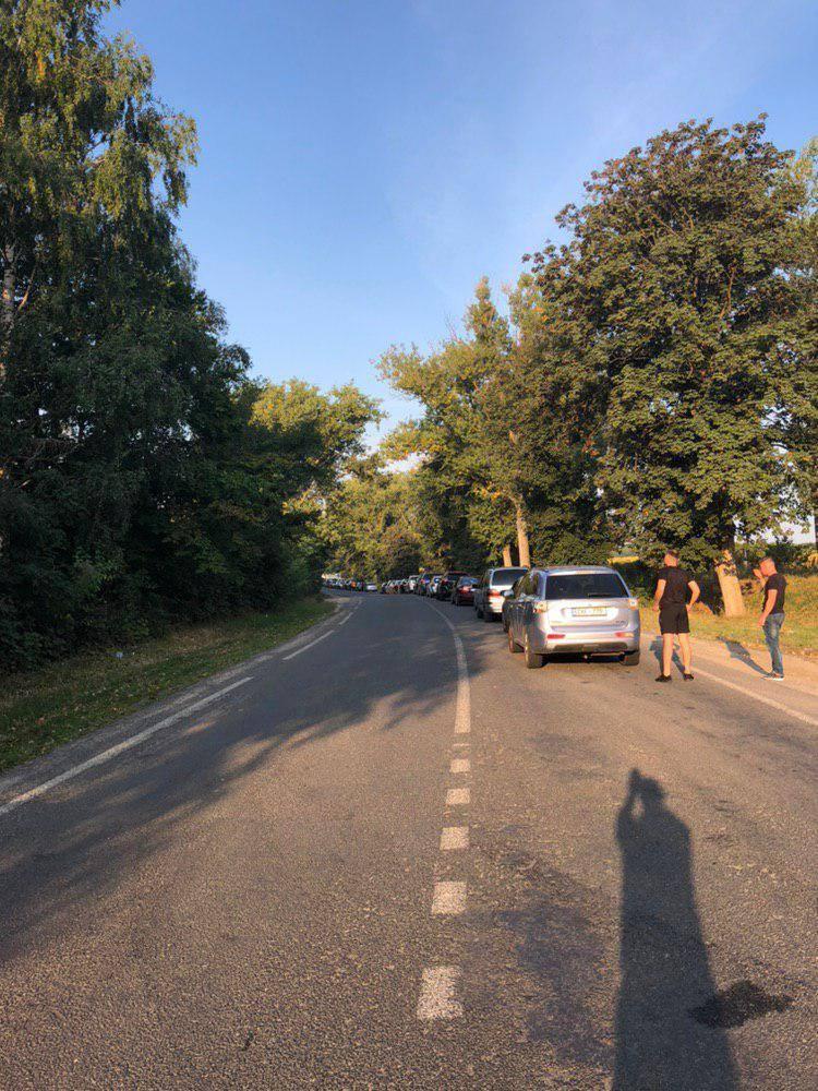 Жители Молдовы едут наканикулы. Что происходит награнице сУкраиной. В6фото