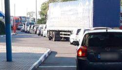 Натрех таможенных пунктах награнице Молдовы сУкраиной образовались большие очереди машин