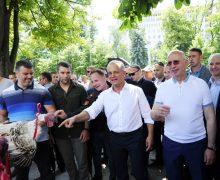 Директор Mileştii Mici подал в отставку. Во время митингов ДПМ он бросил индюков во двор администрации президента