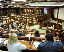 Парламент собрался на заседание. Депутаты обсудят вотум недоверия правительству. Онлайн-трансляция