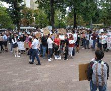 Рестораторы устроили протест перед парламентом против повышения НДС. Онлайн-трансляция