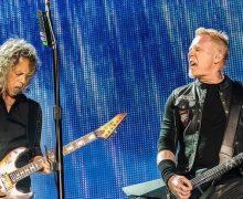 На концерте в Москве Metallica исполнила «Группу крови» Виктора Цоя на русском языке. В одном видео