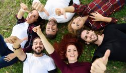 Власти Амстердама выкупят долги молодежи, чтобы избавить ихотстресса