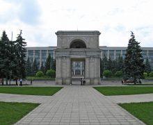 Митрополия Молдовы просит передать ей Триумфальную арку Кишинева