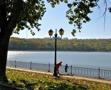 В озере в кишиневском парке Valea morilor установят системы очистки и обогащения воды кислородом