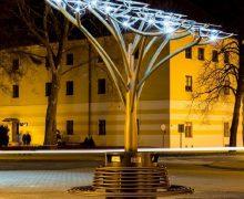 В Кишиневе устанавливают второе «дерево» из солнечных панелей