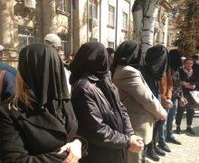 Еще четырем высланным из Молдовы турецким учителям вынесут приговор в течение двух месяцев