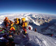 В Непале планируют повысить стоимость восхождения на Эверест