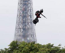 Французский изобретатель Фрэнки Запата пересек Ла-Манш на реактивном ховерборде