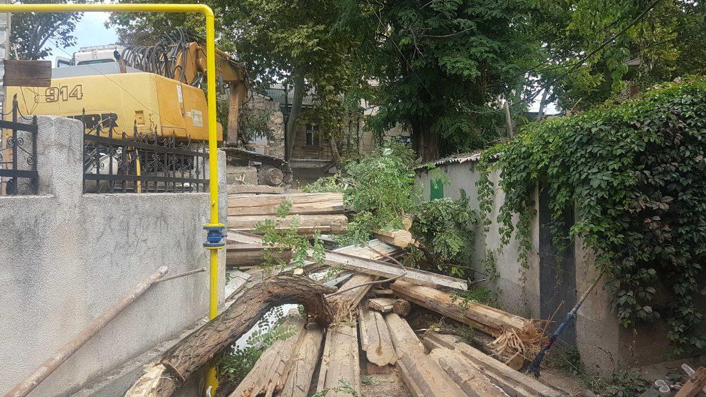 Оно само посыпалось. В Кишиневе уничтожили еще один исторический памятник