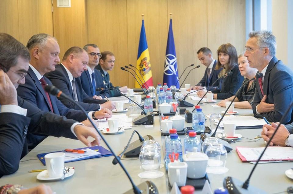 «Выможете рассчитывать наподдержку НАТО». Как Додон встретился сгенсеком НАТО