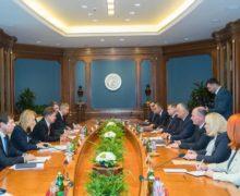 «Воизбежание повышения стоимости газа». Додон иБрынзан встретились сглавой «Газпрома» ипригласили его вКишинев