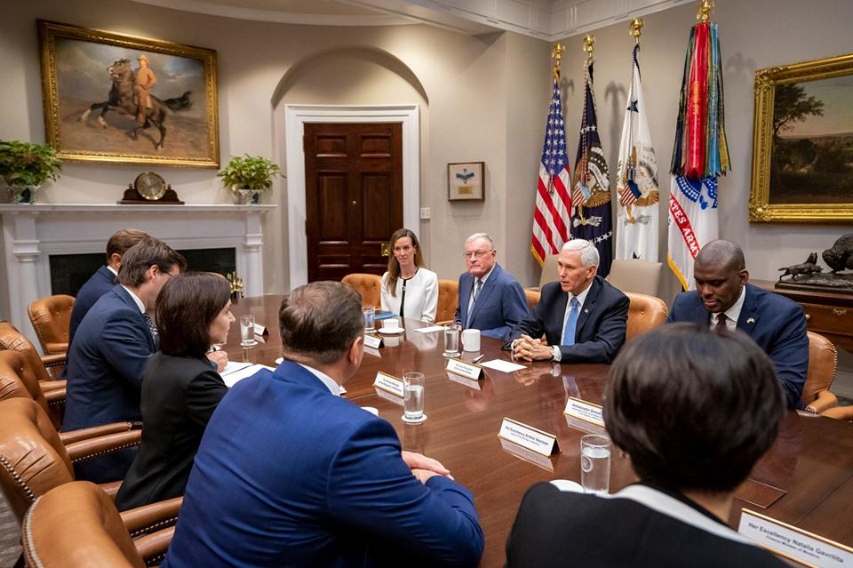 Делегацию Молдовы приняли в Белом доме. Что Санду обсудила с вице-президентом США Майком Пенсом