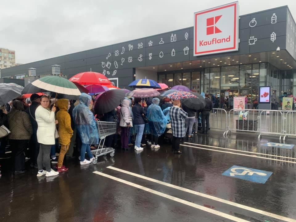 В Kaufland выстроились очереди. Как кишиневцы «штурмовали» магазины немецкого ритейлера