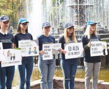 «Новый учебный год без коррупции!». В Кишиневе школьники устроили флэшмоб против взяток в системе образования