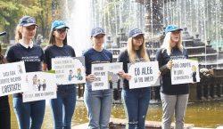 «Новый учебный год без коррупции!». В Кишиневе школьники устроили флэшмоб…