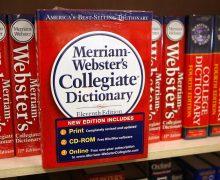 Словарь Merriam-Webster разрешил использовать слово they для обозначения людей, которые не идентифицируют себя ни с мужчинами, ни с женщинами