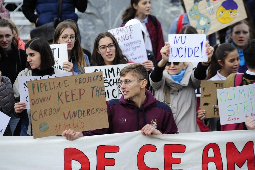 В Кишиневе прошла молодежная забастовка в защиту климата. Фоторепортаж NM